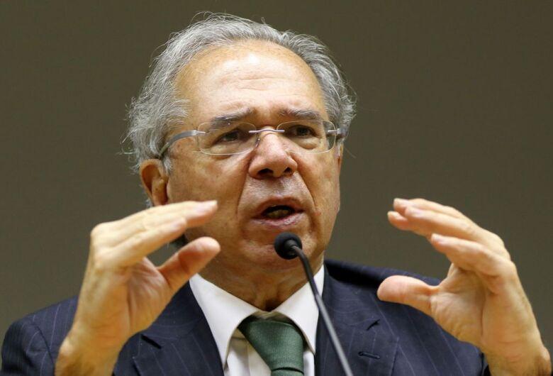 Dólar cai e bolsa reduz perdas após discurso do ministro da Economia