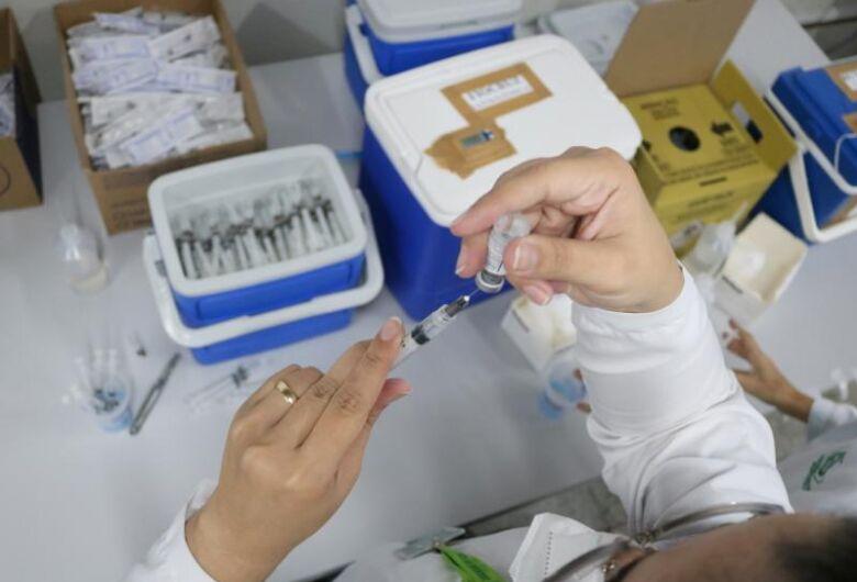 Mais de 2.500 doses contra a covid-19 aplicadas no fim de semana