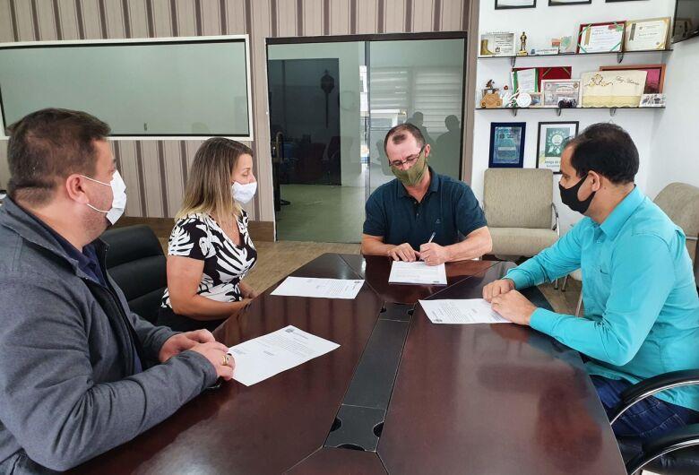 Assinada ordem de serviço para construção de um ginásio na EMEF Dorvalino Felippi