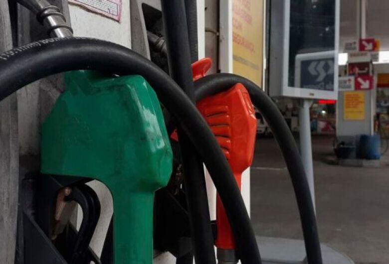 Distribuidoras alertam risco de desabastecimento de gasolina e óleo diesel
