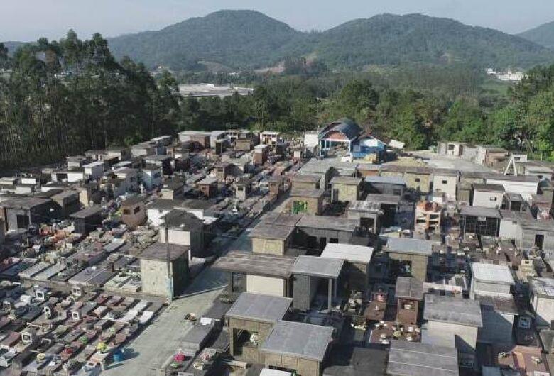 Lavação de túmulos e jazigos pode ser feita até dia 27 de outubro em Guaramirim