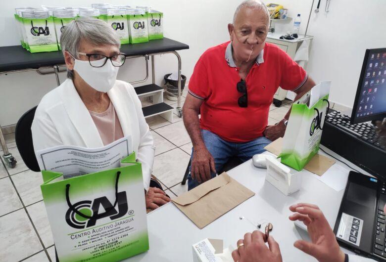 Guaramirim entrega primeiros aparelhos a pacientes com problemas auditivos