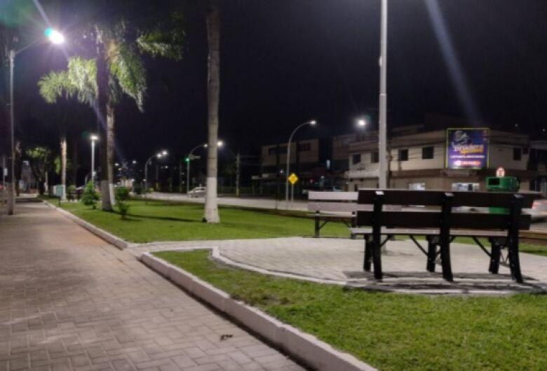 Prefeitura revitaliza pracinhas da Rua José Leier