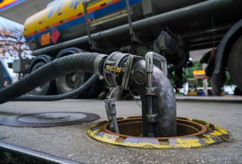 Governo determina estudo para viabilizar redução dos preços dos combustíveis em SC