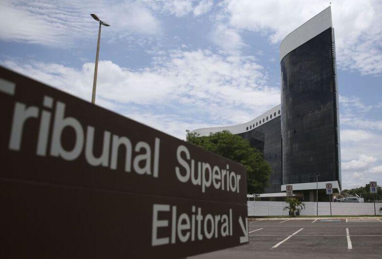 Três ministros do TSE votam contra cassação da chapa Bolsonaro-Mourão