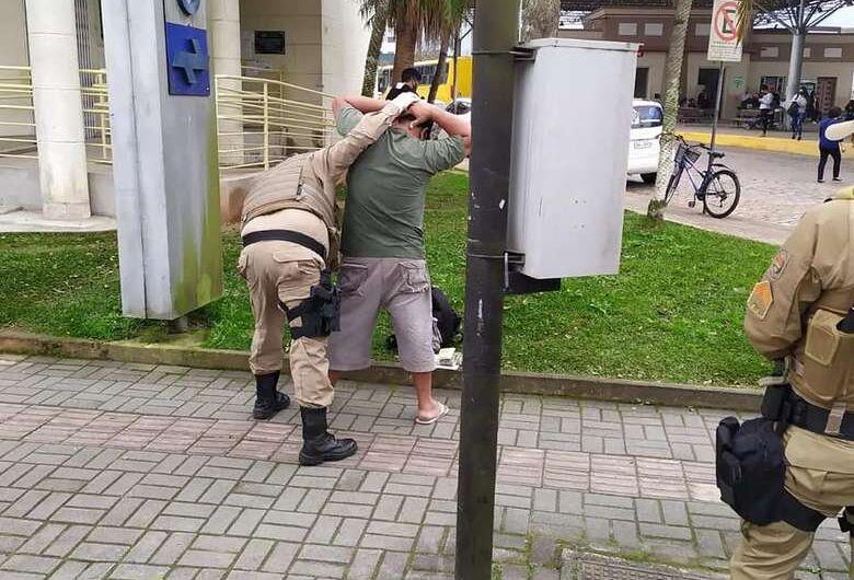 95% dos ambulantes de fora de Jaraguá têm registros policiais