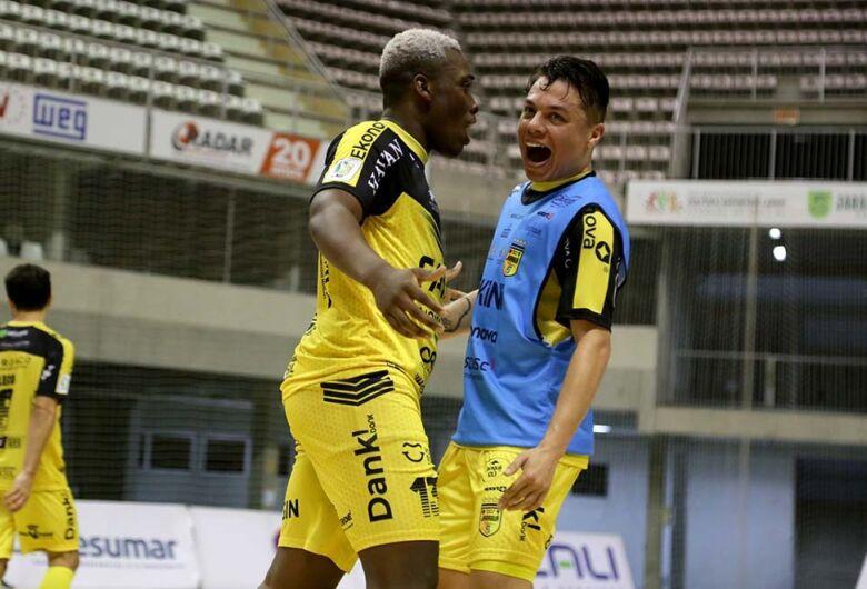 Jaraguá Futsal vence o Blumenau na Arena