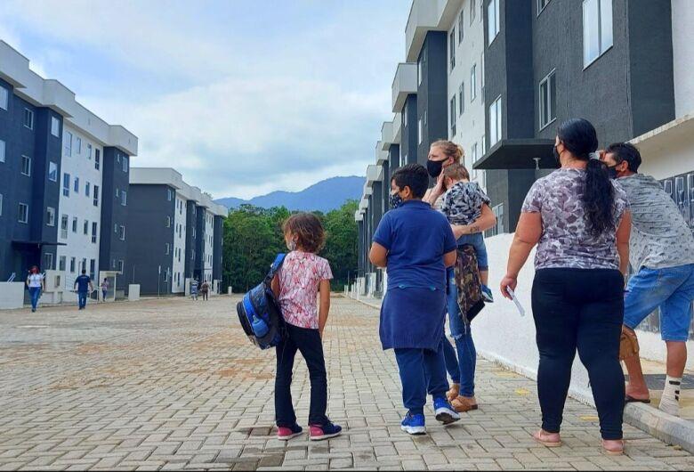 Futuros moradores do condomínio Santa Luzia conhecem o local