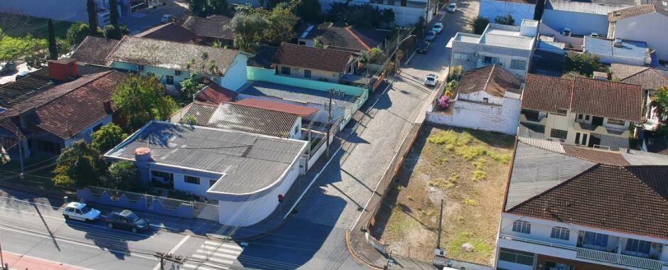 Rua Vera Fischer, no Centro de Jaraguá, terá sentido alterado
