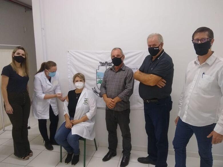Enfermeira é a primeira a receber coronavac em Corupá  - Crédito: Divulgação