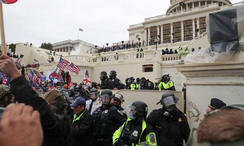 Protesto interrompe sessão do Congresso dos EUA para validar eleição - Crédito: Reuters / Leah Millis