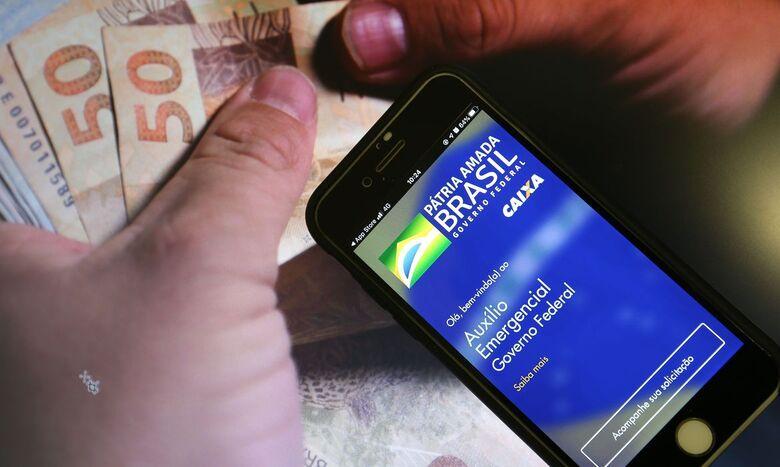 Auxílio: Caixa libera parcelas dos ciclos 5 e 6, dos nascidos em abril - Crédito: Marcello Casal / Agência Brasil
