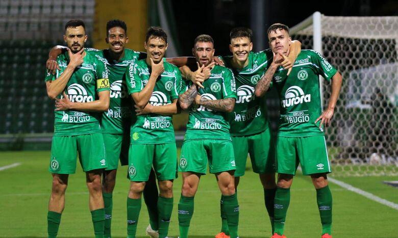 Série B: Chapecoense garante volta à elite do futebol brasileiro -
