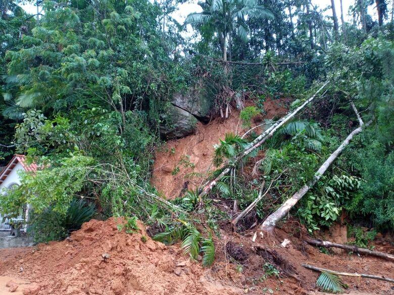 deslizamento rio molha (1) -