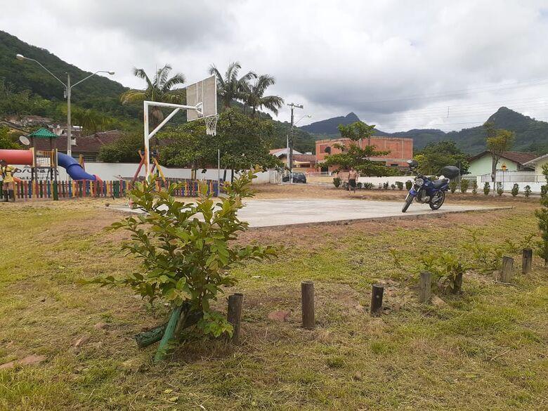 Prefeitura de Corupá realiza limpeza em áreas de lazer  - Crédito: Divulgação Prefeitura de Corupá