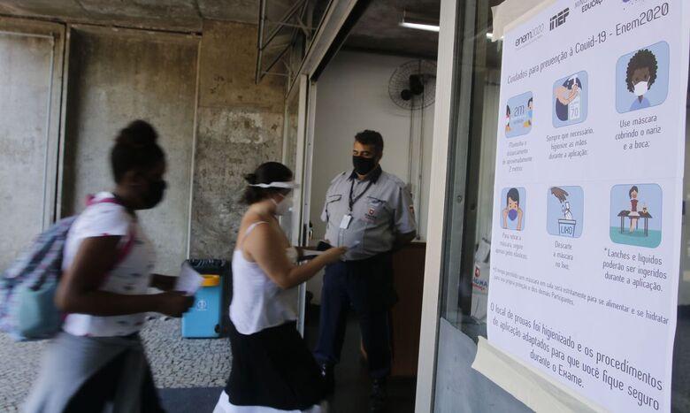 Estudantes fazem hoje as provas de exatas do Enem - Crédito: Tãnia Rêgo / Agência Brasil