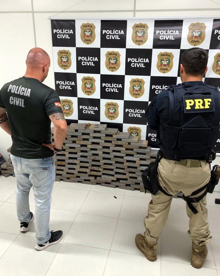 Ação conjunta PRF e Polícia Civil apreende 160 quilos de cocaína na BR 101 em Biguaçu  - Crédito: Divulgação / PRF