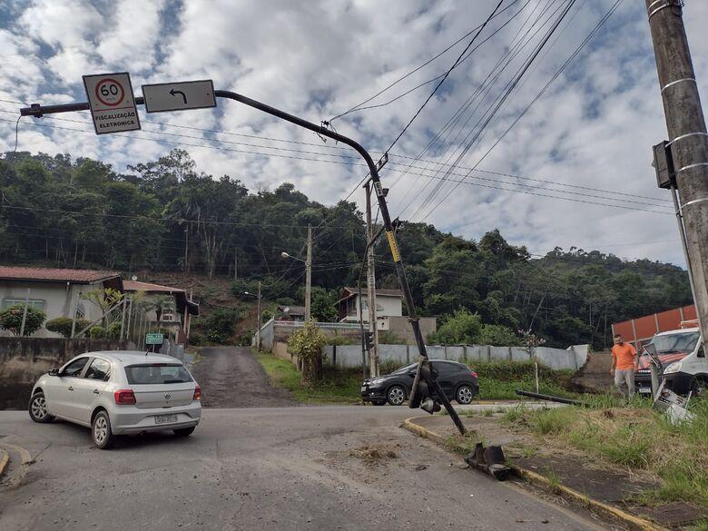 Semáforo fora de operação nesta segunda-feira na Rua Feliciano Bortolini - Crédito: Divulgação Prefeitura de Jaraguá