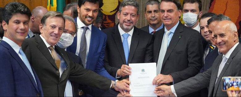 Bolsonaro entrega à Câmara PL que permite privatização dos Correios - Crédito: Pablo Valadares / Câmara dos Deputados