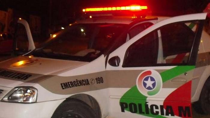Homem é autuado por ameaça com arma falsa em Jaraguá  - Crédito: Divulgação/14ºBPM