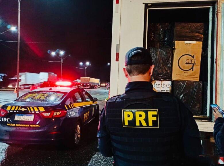 Carga de cigarros avaliada em meio milhão de reais é apreendida em Joinville  - Crédito: Divulgação PRF