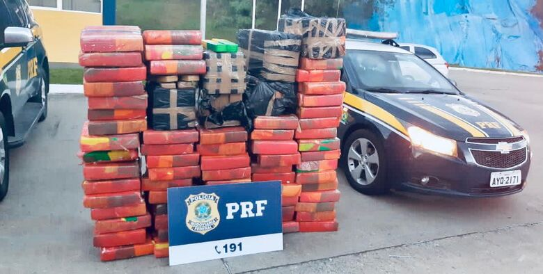 Polícia Rodoviária Federalapreende quase uma tonelada de maconha em Mafra - Crédito: Divulgação PRF