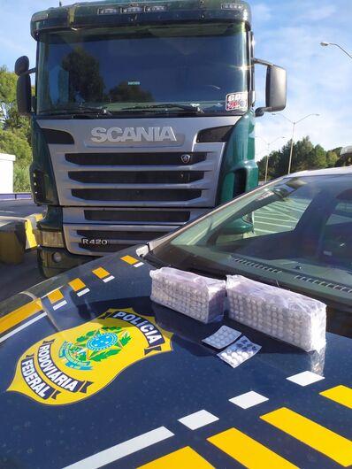 Motorista é preso com mais de 1,5 mil comprimidos de rebite em Rio Negrinho - Crédito: Divulgação PRF