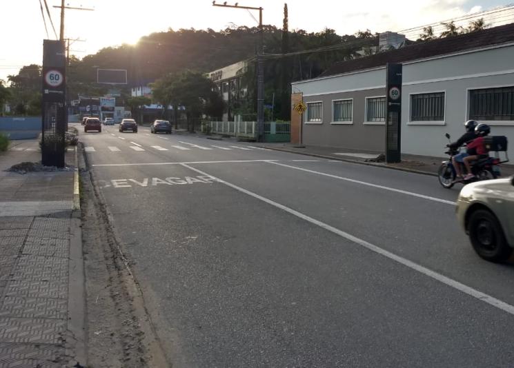 Instalado controlador de velocidade na Waldemar Grubba, em Jaraguá  - Crédito: Divulgação / PMJS