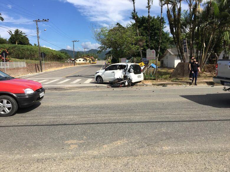 Motociclista fica em estado grave após acidente em Schroeder - Crédito: Divulgação