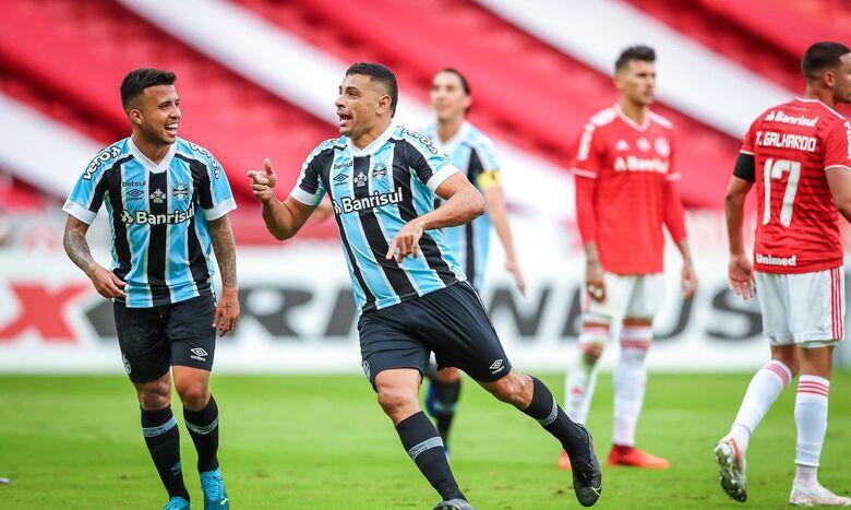 Grêmio vira sobre Internacional e fica a um empate do tetra gaúcho - Crédito: Lucas Uebel/Grêmio FBPA