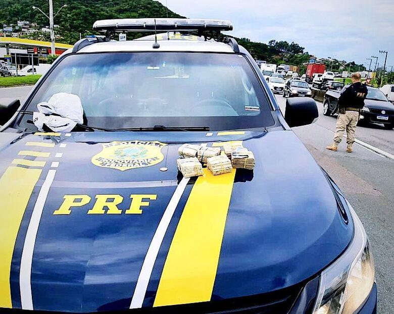 Procurado por furto e não pagamento de pensão  é preso na BR 101 em Biguaçu - Crédito: Divulgação PRF