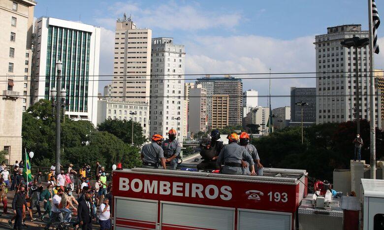 Parentes, amigos e apoiadores se despedem de Bruno Covas - Crédito: Rovena Rosa/Agência Brasil