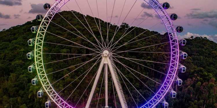 Casal de turistas fica esquecido na roda gigante em  Balneário Camboriú - Crédito: Divulgação