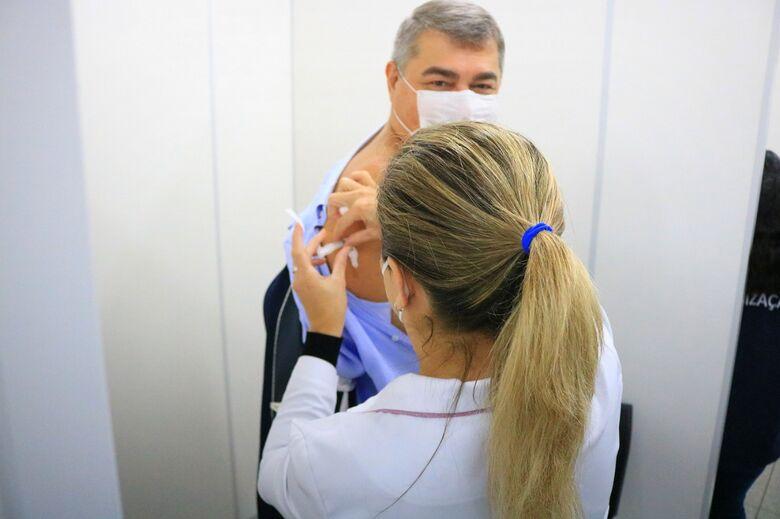 Prefeito Lunelli recebe primeira dose de vacina contra a covid - Crédito: Arquivo / Divulgação