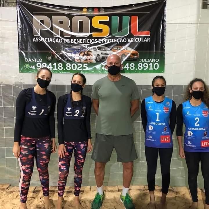 Meninas de vôlei de praia de Jaraguá retomam as competições oficiais e conquistam prata - Crédito: Divulgação