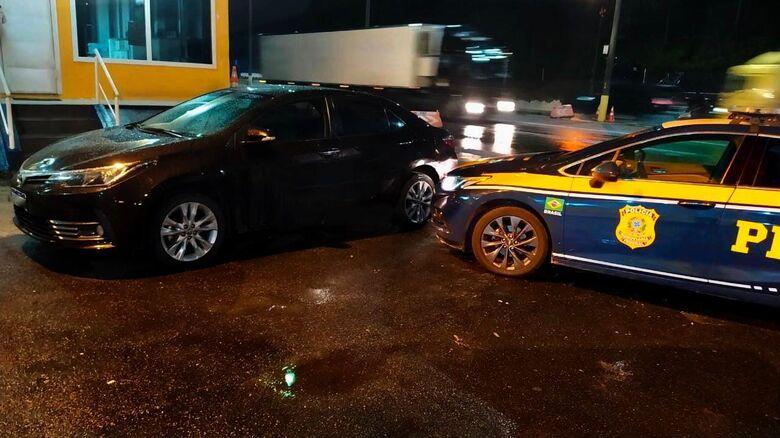 PRF recupera veículo roubado e que circulava clonado na BR-101 em Barra Velha  -