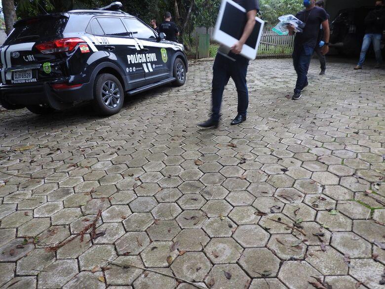 Polícia efetua prisão por estupro de vulnerável e apreende equipamentos em Joinville  - Crédito: Divulgação/Polícia Civil