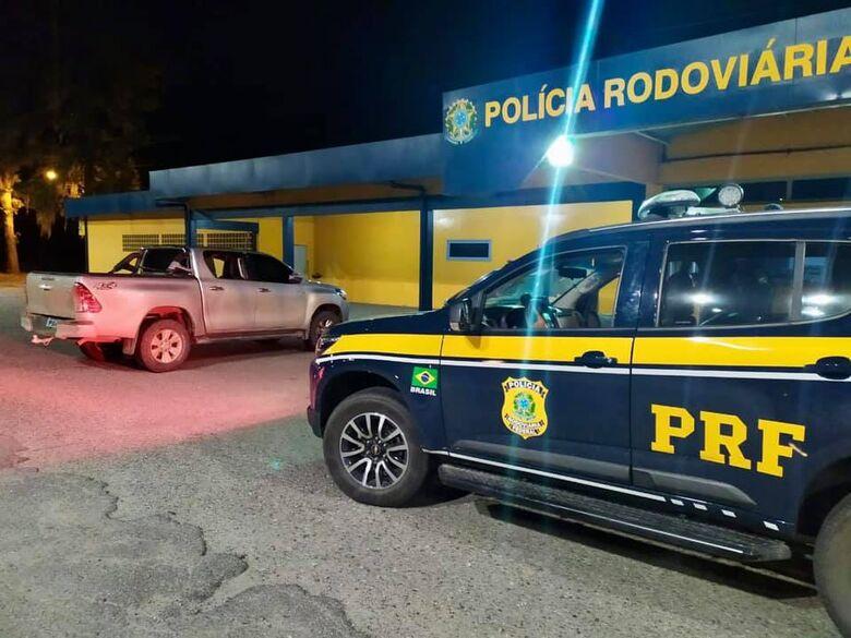 PRF recupera caminhonete roubada que circulava clonada na BR-101 em Joinville  - Crédito: Divulgação/PRF