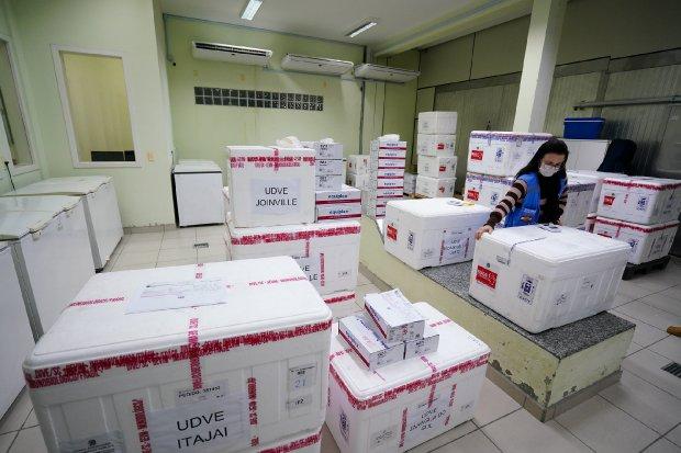 Municípios catarinenses recebem novas doses de vacina da covid-19 - Crédito: Divulgação