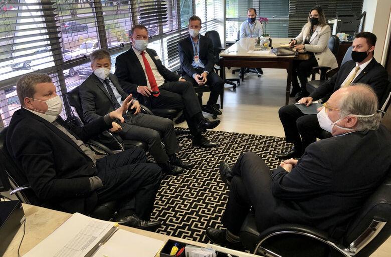 Secretário e deputados discutem aperfeiçoamento do Prodec - Crédito: Divulgação