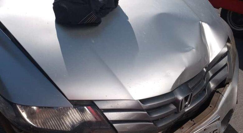 Homem é prensado pelo próprio carro em Guaramirim - Crédito: Divulgação