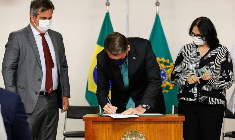 Bolsonaro sanciona programa de combate à violência contra a mulher - Crédito: Alan Santos
