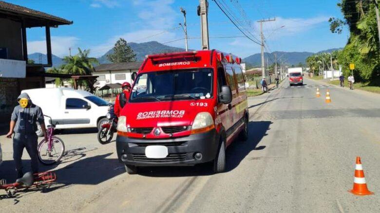 Ciclista sofre acidente em Schroeder  -