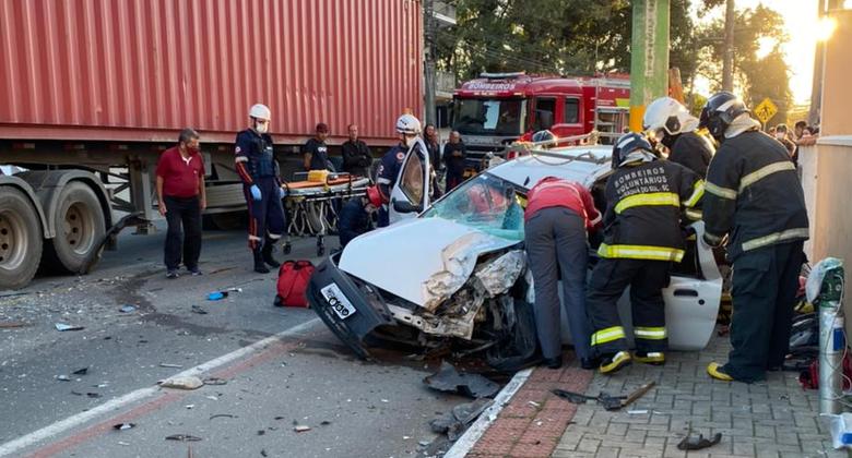 Duas pessoas ficam feridas em acidente no Czerniewicz -
