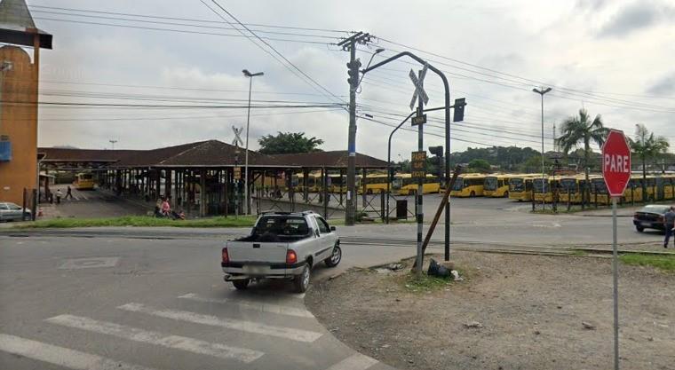 Homem atropelado por trem tem perna amputada em Joinville  -