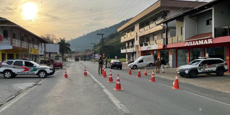 """Mais de 80 carros são removidos ao pátio na operação """"Documento Legal"""" na região - Crédito: Divulgação"""