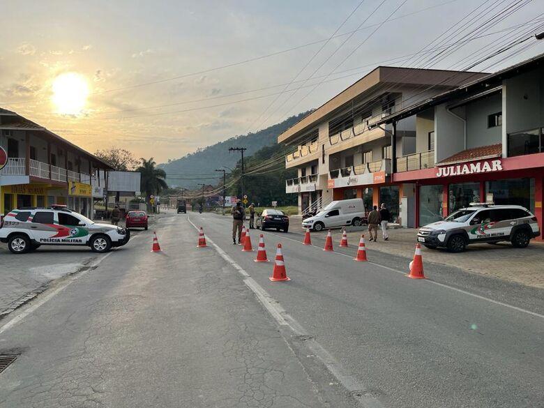 """"""" Operação Documento Legal"""": PM autua 131 veículos com licenciamento vencido na região  -"""