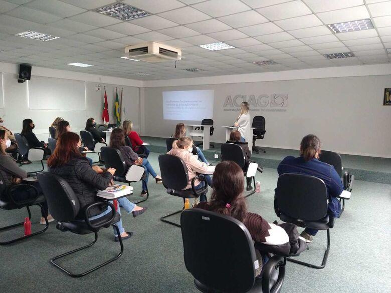 Educadores dos Centros de Educação Infantil de Guaramirimparticipam de formação - Crédito: Divulgação