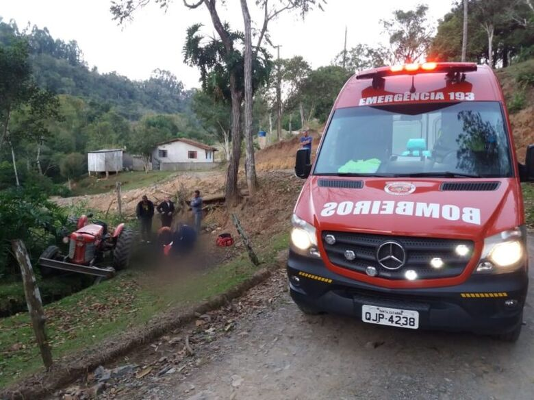 Homem morre esmagado pelo trator em que trabalhava no Planalto Norte -