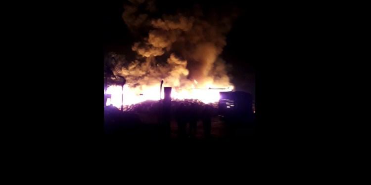[vídeo] Incêndio de grandes proporções é registrado  no bairro Rio Cerro I, em Jaraguá - Crédito: Divulgação/Redes Sociais